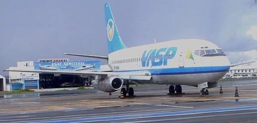 BOEING 737.200, PREFIXO PP-SMH, ESTACIONADO NO PÁTIO REMOTO DO AEROPORTO DE BRASÍLIA - CRÉDITO: Fernando Toscano