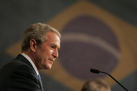 Bush está em São Paulo e fará palestra para executivos
