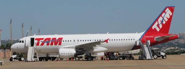 A320 DA TAM, EM BRASÍLIA-DF. Foto/Crédito: Fernando Toscano (Portal Brasil)