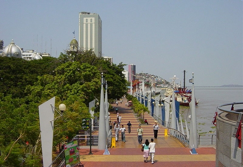 Guayaquil - FOTO/CRÉDITO: http://pt.wikipedia.org/wiki/Ficheiro:Guayaquil_Malecon2000.JPG